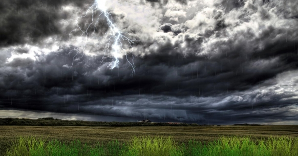 Thunderstorm Field Screensaver